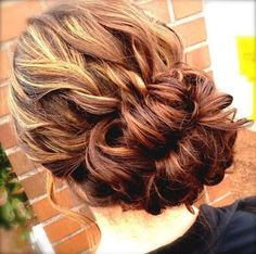 This is so pretty. I wish my hair was long enough to do this.