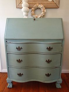 need to find one of these D.'s Cottage and Design: Serpentine Secretary Desk Repainting Furniture, Furniture Update, Paint Furniture, Furniture Projects, Furniture Makeover, Refinished Desk, Refurbished Furniture, Repurposed Furniture, Desk Redo