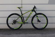 Scott let loose with new XCO and XCM bikes for 2017 - here's a look over the upper end of the Scott Scale hardtail range. Buy Bike, Bike Run, Road Bike, Mens Mountain Bike, Mountain Biking, Scott Cycles, Mtb, Scott Scale, Scott Bikes