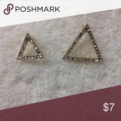 Stunning Triangle Women's Earrings In Gold These uniquely triangle style earrings sure to looks great on you. Each are different scale to make it even more unique. They are sparkling and very elegant and classy and looks expensive but, only you know they are not. Triangle style with multi stone. Unknown Jewelry Earrings