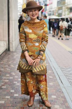Hasune Uehara (Advanced Style) (With images) Mature Fashion, Older Women Fashion, Fashion Over 50, Womens Fashion, Fashion Trends, Fashion Top, Fashion 2018, Fashion Boots, Street Fashion