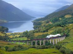 Train between Glasgow and Mallaig in Scotland, as seen in the Harry Potter movies. Wish I could have seen this when I was in Scotland! Taj Mahal, Train Journey, By Train, Scottish Highlands, Highlands Scotland, Train Rides, Train Travel, Rocky Mountains, Day Trips