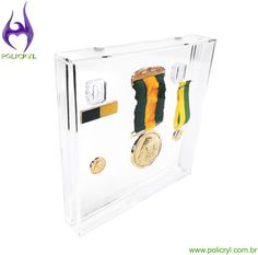 Quadro de medalhas em acrílico cristal.  Frame of medals in crystal acrylic.