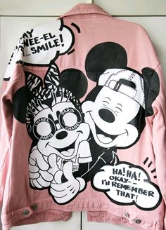 Disney Mickey and Minnie Mouse painted jean jacket. Painted Denim Jacket, Painted Jeans, Painted Clothes, T Shirt Painting, Fabric Painting, Custom Clothes, Diy Clothes, Denim Art, Denim Ideas