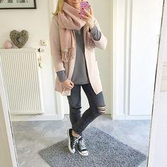 Hier noch mein heutiges #ootd 🎀 für uns geht es nun auf die Couch und gleich wird die Höhle der Löwen geguckt 👍 ich wünsche euch auch einen schönen Abend 😍😘 #outfitoftheday #outfit #look #lookbook #lookoftheday #me #metoday #mystyle #mylook #style #streetstyle #aboutalook #wiw #wiwt #today #photooftheday #blogger #fashion #fashionblogger #fashionista #fromwhereistand #instablogger #instadaily #instalike #inspo #igers #converse #inspiration #happygirl