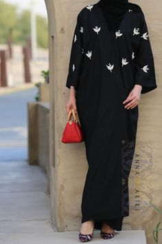 Dubai style Abaya, Islamic Wear Online, Hijab online store, Modern Abaya Design, Embroidered Abaya, Modern Hijab, Hijab Store, www.annahariri.com