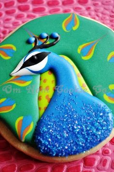 I would not eat this peacock cookie..I'd save it for you @Monica Taravella