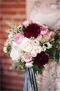 Magnifique bouquet de mariée glamour l Beautiful bridal bouquet | La Fiancee du Panda blog mariage Image by Urban Safari