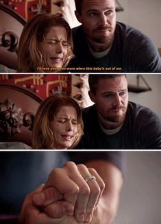 Felicity et Oliver Arrow Oliver And Felicity, Felicity Smoak, Arrow Cw, Team Arrow, Supergirl Superman, Supergirl And Flash, Arrow Memes, Arrow Tv Series, Stephen Amell Arrow