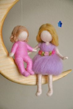 Children Nursery Decor Waldorf inspired needle felted mobile :Girls in the moon Fairy Crafts, Felt Crafts, Diy And Crafts, Wet Felting, Needle Felting, Wool Dolls, Felt Mobile, Waldorf Dolls, Felt Toys