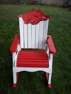 Razorbacks chair -is this not the coolest thing? Painted Chairs, Painted Furniture, Hogs Football, Razorback Painting, Woo Pig Sooie, University Of Arkansas, Arkansas Razorbacks, Back Home, Fun Crafts