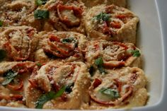 Receitas de Mariana Teixeira, utilizando produtos Tété: Rolinhos de pizza com chouriço e manjericão (www.tete.pt/sabores).