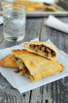 Easy beef and potato hand pies (Cornish Pasties) are a classic comfort food with a time saving twist. Made with leftover roast beef and store bought pie crust! Pie Recipes, Cooking Recipes, Welsh Recipes, British Recipes, Leftover Roast Beef, Cornish Pasties, Beef Empanadas, Sammy, Appetizers