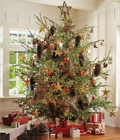 10 Ideas To Decorate Christmas Tree With Pine cones   Shelterness