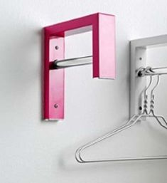 Wandgarderobe Garderobe pink aus Metall mit Edelstahl Stange Neu