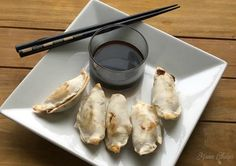 Air fryers are an awesome way to cook up your favorite frozen appetizers and other meals! See how to cook frozen potstickers in the air fryer. Frozen Potstickers, Frozen Pierogies, Oven Fryer, Air Fryer Recipes Low Carb, Frozen Appetizers, Frozen Dumplings, Air Frier Recipes, Meals, Cooking