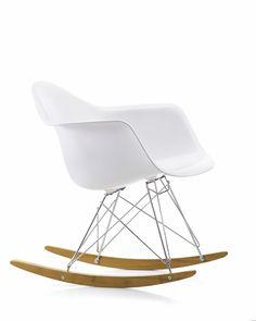 Mooie stoel voor in de babykamer Vitra Eames