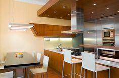 Snížený podhled kuchyně by se tmavou barvou neměl ještě více snižovat, opticky... Table, Furniture, Home Decor, Decoration Home, Room Decor, Tables, Home Furnishings, Home Interior Design, Desk