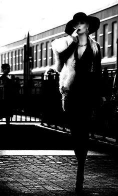 Vintage Women Smoking Helmut Newton New Ideas Glamour Vintage, 50s Glamour, Fashion Glamour, Vogue Fashion, 80s Fashion, Trendy Fashion, Portrait Photography, Fashion Photography, Film Noir Photography