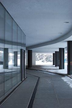 Finlandia Hall a Helsinki - Alvar Aalto. Architecture Details, Interior Architecture, Interior Design, Helsinki, Ludwig Mies Van Der Rohe, Famous Architects, Building Art, Alvar Aalto, Bauhaus