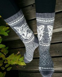 Knitting Patterns Socks Kissimirrit, a guide from the Book of Snow by Karmitsan Wild Tales & Invaded Wreaths Fair Isle Knitting, Knitting Socks, Knitting Stitches, Hand Knitting, Knit Socks, Christmas Crochet Patterns, Knitting Patterns, Crochet Cross, Knit Crochet