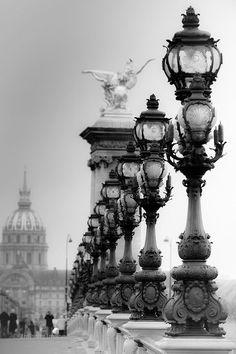 Paris - Pont Alexandre III et ses Réverbères