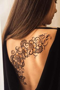 Henna tattoos are to go for in case you wish to try some designs before getting the same tattoo and not only. Go for it with henna! Henna Tattoo Back, Henna Tatoos, Henna Inspired Tattoos, Back Henna, Henna Ink, Body Art Tattoos, Henna Tattoo Shoulder, Henna Tattoo Meanings, Henna Body Art
