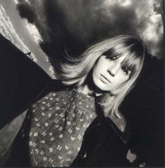 Marianne Faithfull photographed by David Bailey on Primrose Hill in London, 1964 Jade Jagger, Mick Jagger, David Bailey Photographer, London Photographer, Marianne Faithfull, Jim Morrison, Great Photographers, Portrait Photographers, Portraits