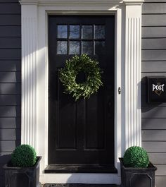 Front Door Paint Colors - Want a quick makeover? Paint your front door a different color. Here a pretty front door color ideas to improve your home's curb appeal and add more style! Colonial Front Door, Front Door Trims, Black Front Doors, Front Door Colors, Front Door Decor, Front Entry, Entry Doors, Door Entryway, Colonial Exterior