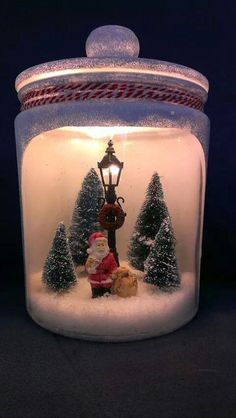 A Christmas scene and a miniature for the interior of your interior! Get inspired Informations About Une scène de Noel und eine Miniatur für den … Christmas Jars, Miniature Christmas, Christmas Scenes, Christmas Villages, Christmas Centerpieces, Xmas Decorations, Christmas Holidays, Merry Christmas, Christmas Lanterns Diy