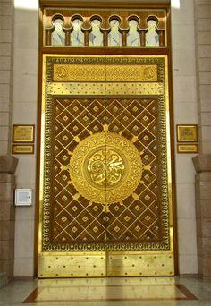 Mosque in Madina, Saudi Arabia. One of the gate at Masjid-e-Nabvi. Al Masjid An Nabawi, Masjid Al Haram, Mosque Architecture, Art And Architecture, Medina Mosque, Mekkah, Beautiful Mosques, Islamic Wallpaper, Madina