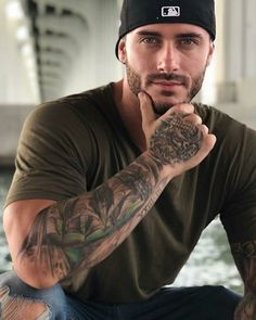 He's handsome and not very cocky looking. Pretty eyes too. Handsome Men Quotes, Handsome Arab Men, Handsome Older Men, Scruffy Men, Fitness Inspiration, Hot Guys Tattoos, Guys With Tattoos, Beautiful Women Quotes, Beautiful Men Bodies