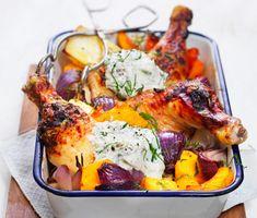 Kyckling med krispigt skinn och mjukrostad pumpa toppad med frisk citronolja. Allt serveras med en tzatziki som sätter fart på sommarminnena! Njut av en middag som tar dig till Medelhavet, vilken kväll du vill!