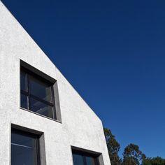 Juego de diagonales en la Casa Cuarto y Mitad, tanto en el exterior como en el interior.  #architecture #arquitectura #arq #architectureporn #architecturelovers #archilovers #architecturephotography #spain #españa #galicia #acoruña #home #casa  Para ver esta casa, o más cosas entra en www.somaa.es