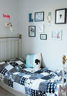Mekkotehdas: Tyttöjen huoneesta | black and white