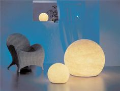Just love these space-age globes of light from Moonlight. They can be floated in pools, incorporated into hardscape, or hung from trees. So versatile!