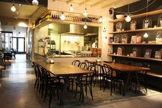 Nieuwe spot in Den Haag! #inspiratie #modernehippies // South of Houston The Hague - We all love New York don't we? If you live in the Netherlands you don't have to fly to the States to end up South of Houston. In Den Haag this restaurant opened it's doors just two months ago on a well-known square called Plein. www.southofhouston.nl
