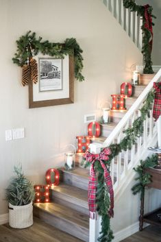 Marquee Letterscountryliving Christmas Stairs Decorations, Christmas Staircase, Christmas Room, Thanksgiving Decorations, Christmas Wreaths, Christmas Crafts, Table Decorations, Christmas Ideas, Holiday Lights