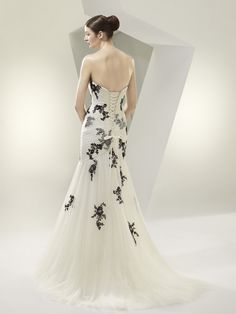 BT14-22 / Beautiful Collection / Enzoani / Available Colours : Ivory/Black, Ivory/Ivory (back)