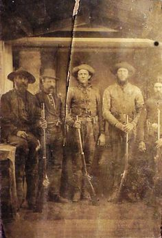 Tintype of BUFFALO HUNTERS; Springfield, Sharps, Remington Rifles Real Cowboys, Cowboys And Indians, Vintage Photographs, Vintage Photos, Old West Photos, Wild Forest, Le Far West, The Old Days, Mountain Man