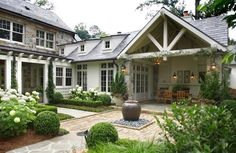20 Stunning Traditional Exterior Design Ideas - Home Epiphany