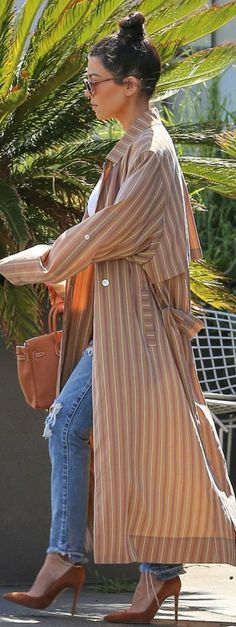 Who made Kourtney Kardashian's white top, brown striped coat, suede pumps, and handbag? Kim Kardashian Show, Kardashian Jenner, Kardashian Style, Black Bustier, Fashion Group, Style Fashion, Fashion Ideas, Dramatic Look, Street Chic