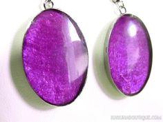 Boucles d'oreilles violettes en nacre de capiz teintée.