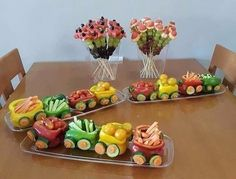 The purpose of fruit and vegetable carving is to make food more attractive, more appetizing, and also easier to eat. Food Art For Kids, Creative Food Art, Fruit And Vegetable Carving, Veggie Tray, Best Party Food, Food Garnishes, Snacks Für Party, Party Fun, Food Platters