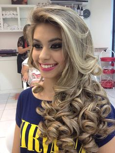 Lazy Girl Hairstyles, Fancy Hairstyles, Curled Hairstyles, Bride Hairstyles, Long Curly Hair, Big Hair, Beautiful Long Hair, Gorgeous Hair, Bouffant Hair
