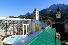 Hotel Cavallino Bianco - Weisses Roessl San Candido (Innichen) Offering allergy-free rooms and a free wellness centre, Hotel Cavallino Bianco is 700 metres from the Sexten Dolomites ski area, in San Candido town centre. It features free Wi-Fi and free on-site parking.