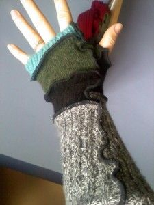 recycled hand warmers from sweaters - hoping to make some of these tomorrow!