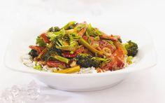 Ricardo prepares a pork and broccoli stir-fry. A great idea for a weekday supper! Pork Recipes, Wine Recipes, Cooking Recipes, Healthy Recipes, Delicious Recipes, Pork Stir Fry, Stir Fry Dishes, Broccoli Stir Fry, Hoisin Sauce