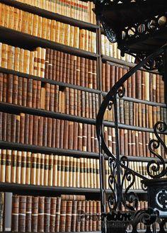 Zabytkowa biblioteka
