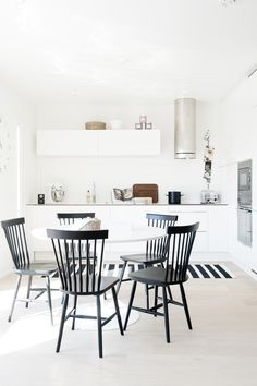 59 Inspiring Scandinavian Dining Room Design for Small Space - About-Ruth Kitchen Flooring, Kitchen Dining, Kitchen Decor, Dining Rooms, Design Kitchen, Dining Area, Dining Table, Scandinavian Kitchen, Scandinavian Interior